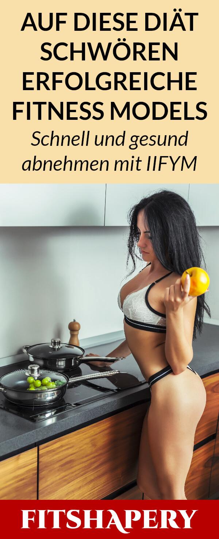 Fitness Model kocht Frühstück