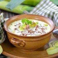 Low Carb Käsesuppe mit Hackfleisch und Lauch