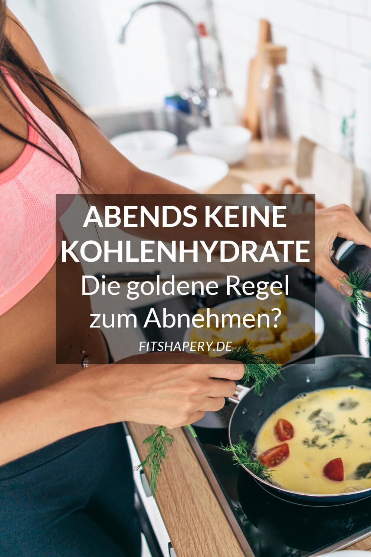 Frau macht Abendessen ohne Kohlenhydrate