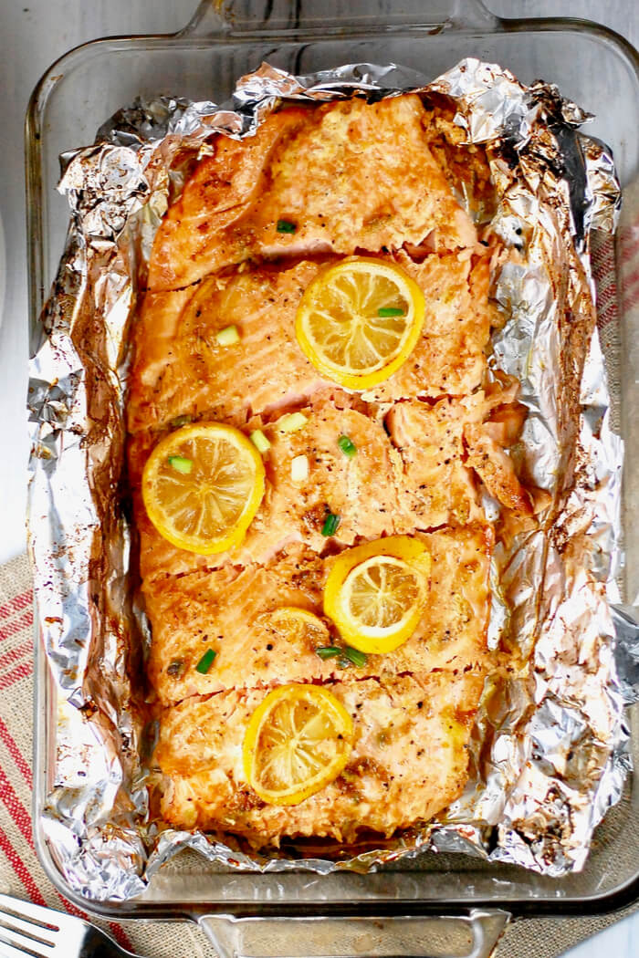 Ofen Lachs mit Zitrone und Knoblauch