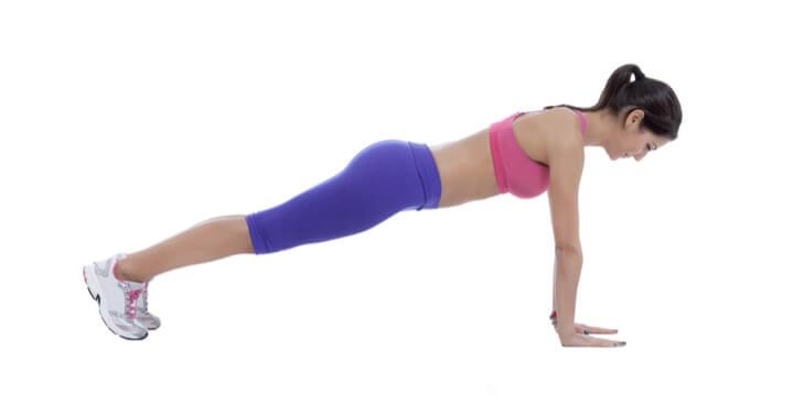 Planks als Bauch Übung für Frauen