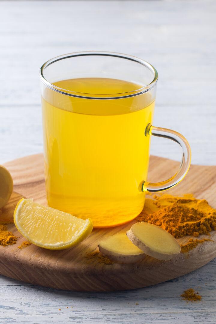 Kurkuma Tee mit Ingwer und Zitrone