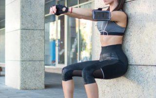 Wandsitz als Übung für dünnere Oberschenkel
